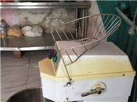 出售和面機,壓餅機,醒箱一臺,香酥牛奶棒機器一臺,電子秤兩臺,保溫展示柜一臺。