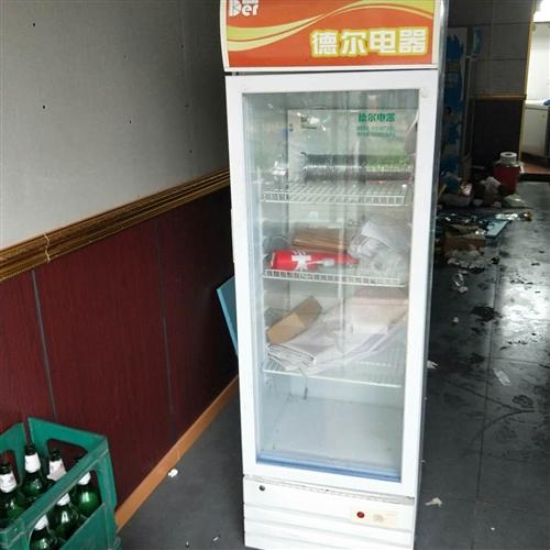 有两台餐饮店的饮料冰箱出售,机器质量很好的,价格好说。具体详聊