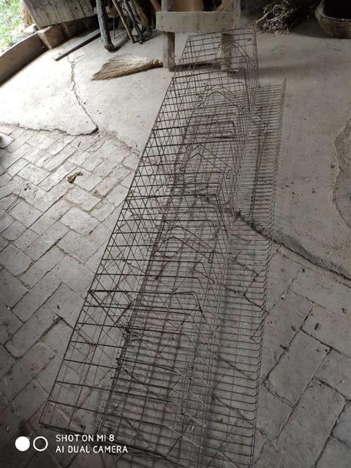 家里有鸡笼7个,质量不错,加粗钢丝,98年的东西,用了几年在前卫镇吴村庙,有意电联,非诚勿扰。