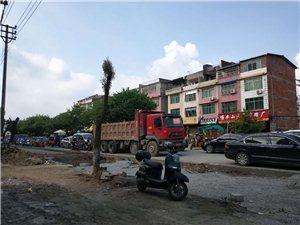 龙南这个小城市比一线城市还堵啊。这个路怎么搞的?