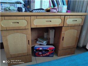 出售学习桌加书桌,小学初中可用,还可放东西